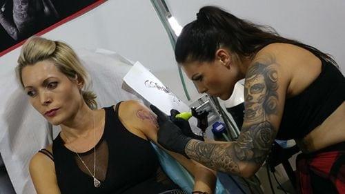 Tatuadora en el International tattoo Convention de Málaga realizado en Fycma