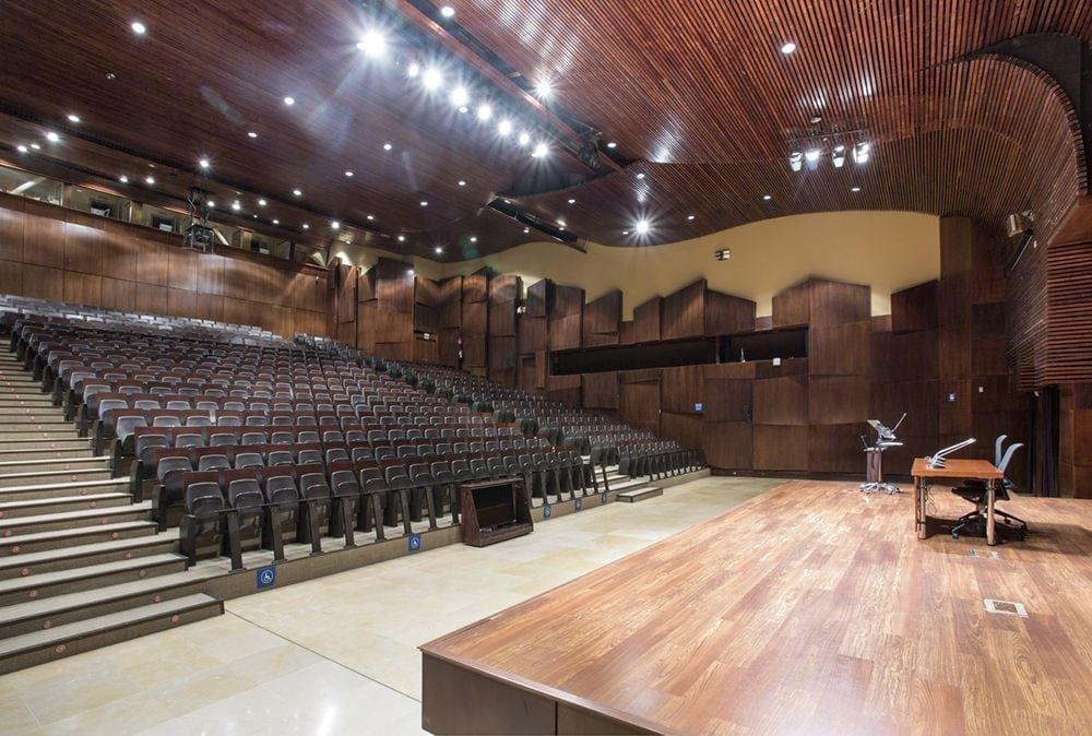 Vista general del auditorio 2 de Fycma desde la tarima