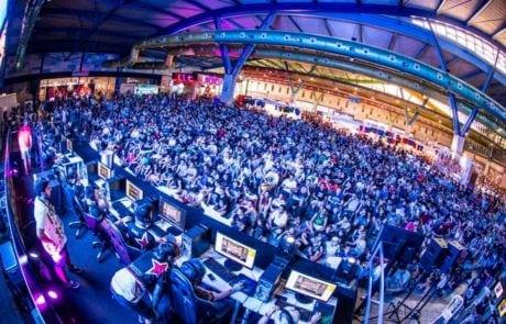 Público en el pabellón 1 en la feria Gamepolis de Fycma