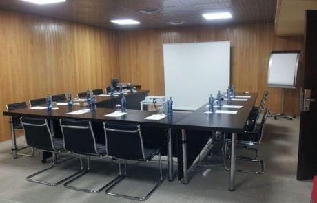 Mesa en U de la sala VIP de Fycma