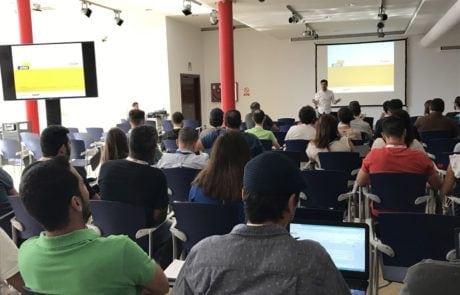 conferencia en la sala de exposiciones de Fycma