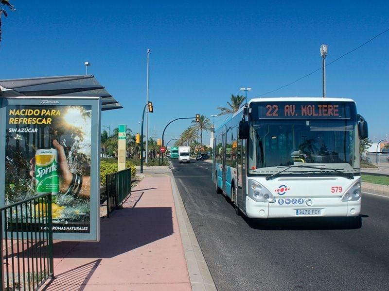 Autobus urbano en parada