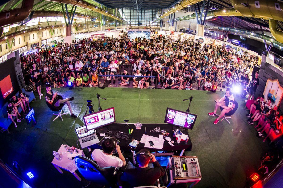 Público de Gamepolis en Fycma. Pabellón 1